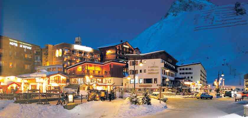 France_Espace-killy-ski-area_Tignes_night-view.jpg
